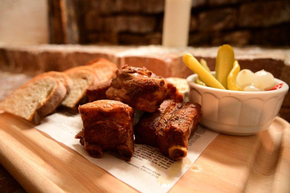 Restaurace, česká kuchyně, kvalitní suroviny, gastronomie, domácí atmosféra, příjemné prostředí, historický sklep, víno, lahůdky, maso, zdravé, pokrmy, příprava, Uherské Hradiště, Morava, Slovácko
