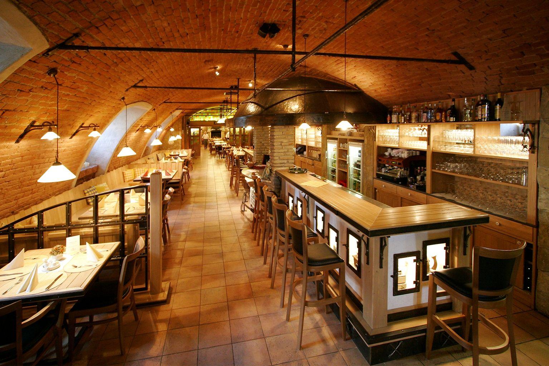 Restaurace, česká kuchyně, kvalitní suroviny, gastronomie, domácí atmosféra, příjemné prostředí, historický sklep, víno, lahůdky, maso, zdravé, pokrmy, příprava, Uherské Hradiště, Morava, Slovácko, svatba, akce, losos, hrášek, oslava narozenin